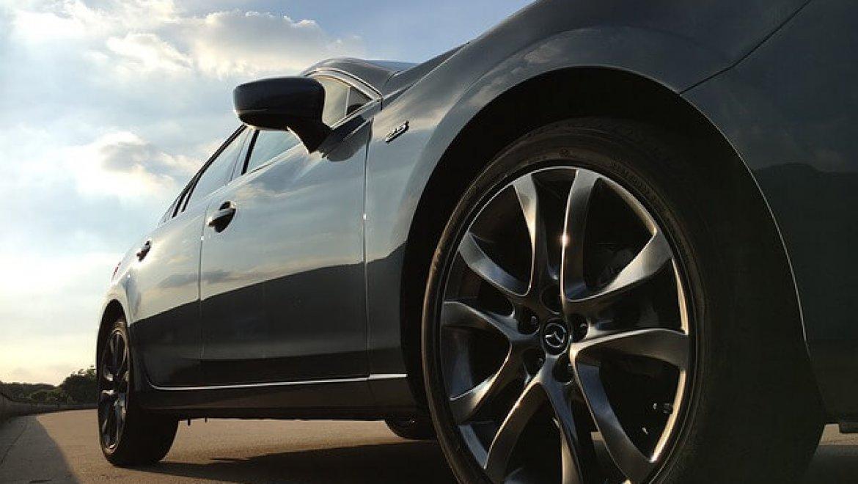 כמה עולה השחרת חלונות לרכב?