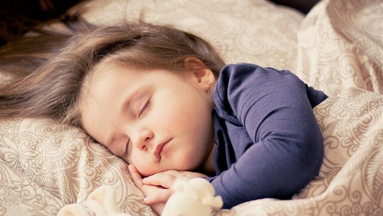 """ד""""ר קובי שגיא עונה – האם כל הילדים נוטים להרטבת לילה?"""