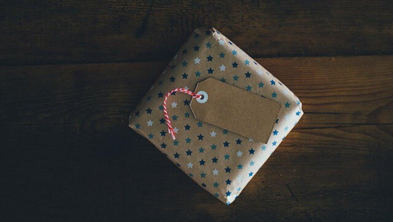 איך לפנק את העובדים שלך לפסח עם מתנות שתורמות לקהילה