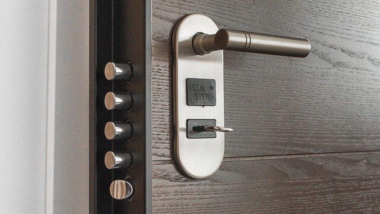 דלתות כניסה בעיצוב אישי – הכול לפי בחירתכם