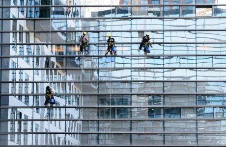 חייב לשמור על תחזוקה: ניקוי חלונות בגובה
