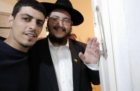 הרב מאיר אבוטבול: גם לסלבס מגיעה מזוזה מאוד מהודרת